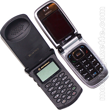 Motorola StarTAC compared with Nokia 6131